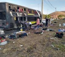 Ônibus de turismo que seguia de Minas para Bahia pega fogo na BR-116