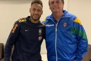 Bolsonaro visita Neymar em hospital após jogo do Brasil em Brasília